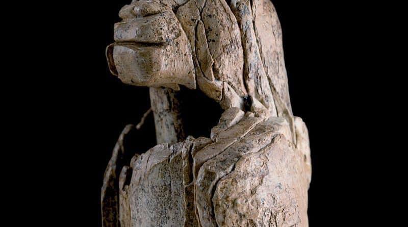 Löwenmensch vom Hohlenstein-Stadel im Lonetal (Schwäbische Alb), 40.000 Jahre alt, Skulptur aus Mammut-Elfenbein. Foto: Yvonne Mühleis © Landesamt für Denkmalpflege im RP Stuttgart/Museum Ulm
